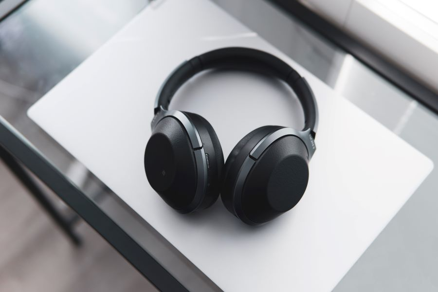 How to Choose Headphones for a High-End Audio Experience